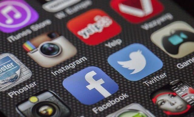 twitter-facebook-together